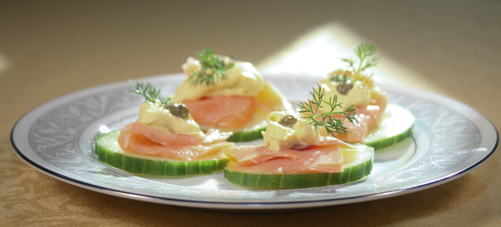 curry mayonnaise appetizer with cucumbers, lox and capers